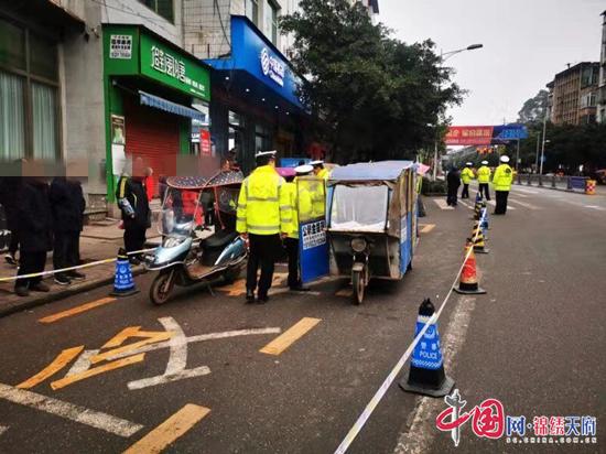 """蓬溪县交警""""四化""""模式切实加强县城区非机动车安全管理工作"""