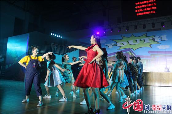 《你好·青春》励志音乐剧巡演活动走进成都新津