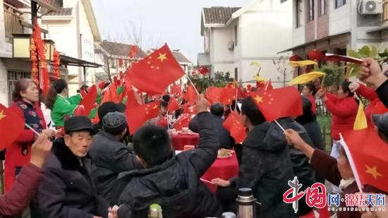 蓬溪县天福镇长坪狮山新村热热闹闹迎春节