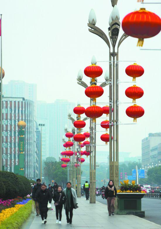 腊月廿一:红灯笼挂起来 年味就浓起来