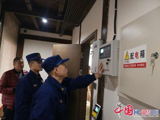 船山区消防救援大队到龙凤古镇开展春节前消防安全检查