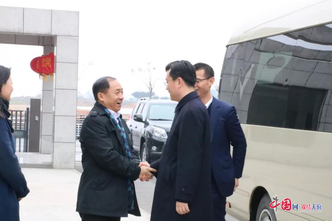 眉山市委副书记、代市长胡元坤视