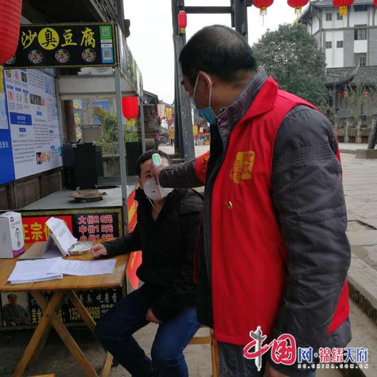 船山区龙凤镇温馨服务返岗农民工