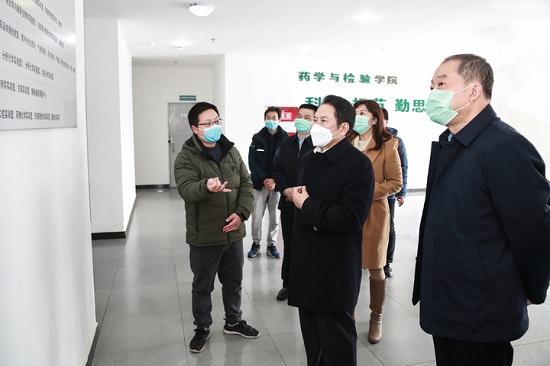 兰开驰陪同科伦药业董事长刘革新