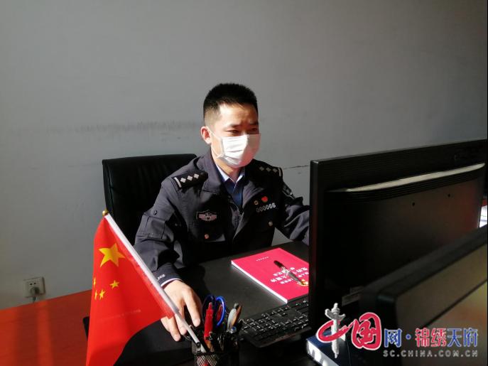 """奋战""""疫""""线 记录四川公安政工宣传民警最美瞬间"""