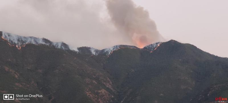 四川木里县发生森林火灾 县城居民:可见延绵明火,火势比头天晚