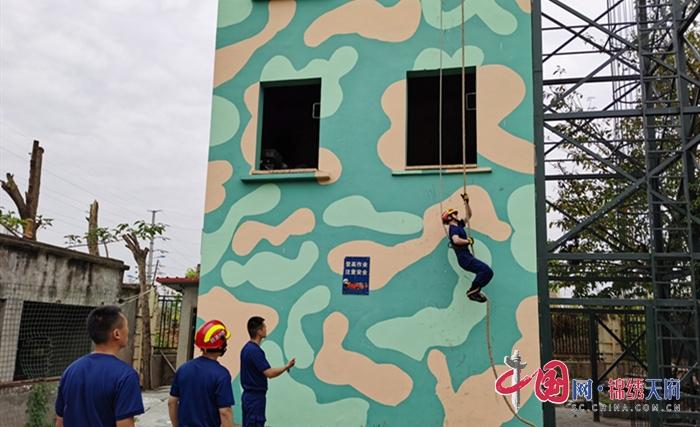 射洪消防积极组织队员开展绳索攀爬训练