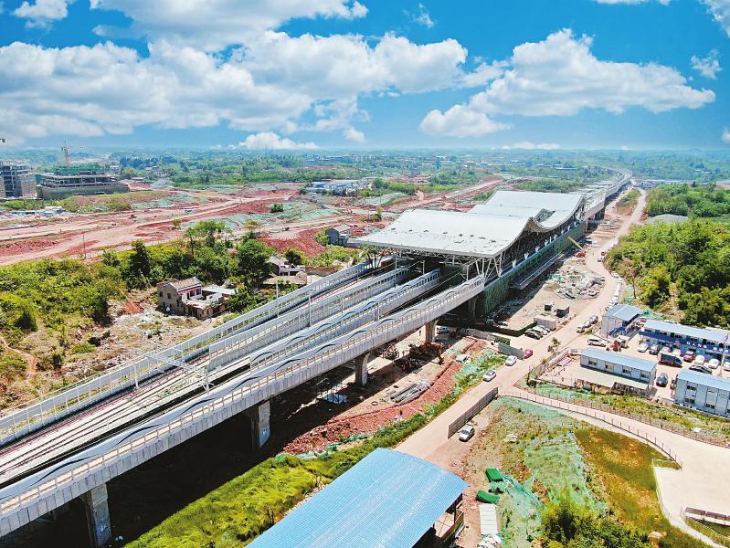 位于成都东部新区地铁18号线三岔湖站主体成型