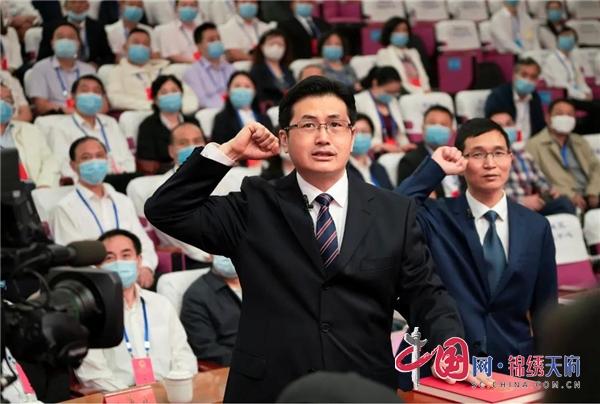 陈建伟当选雅安市雨城区人民政府区长