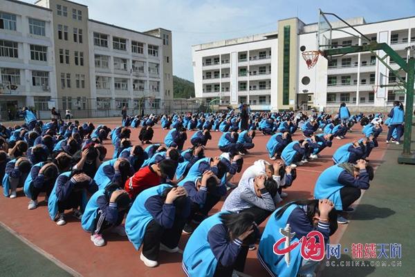 四川青川县开展全国防灾减灾日宣传活动