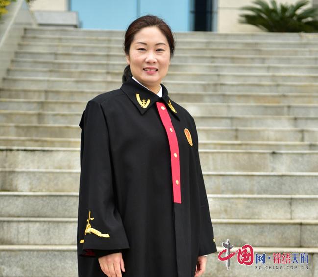 """顺庆区人民法院法官李春霞荣获""""全国法院先进个人""""称号"""