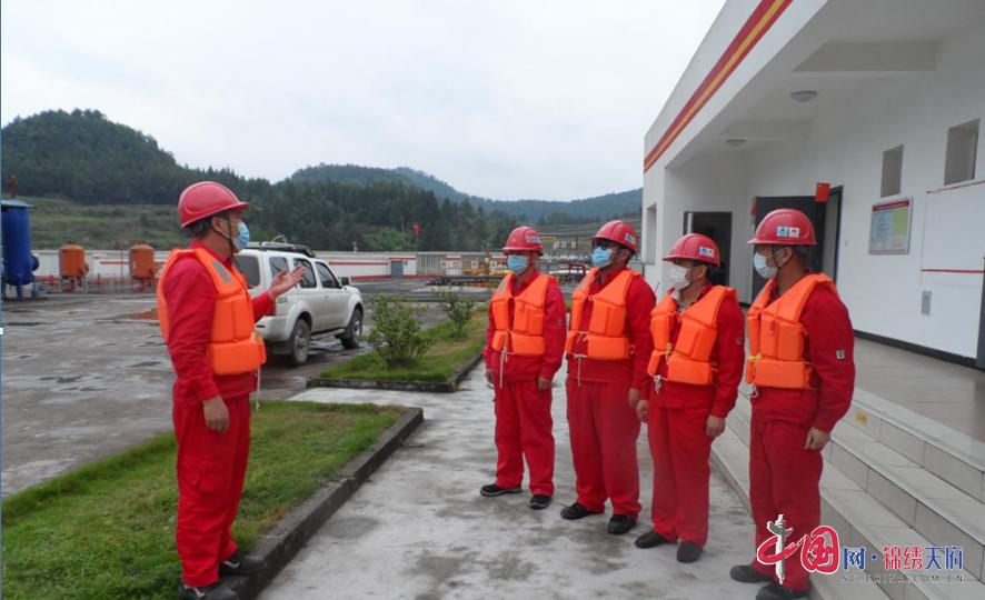 川中油气矿龙岗作业区开展防洪防汛专项应急演练