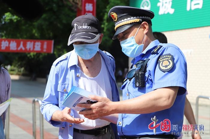 射洪市综合行政执法局开展城市管理法律法规宣传活动