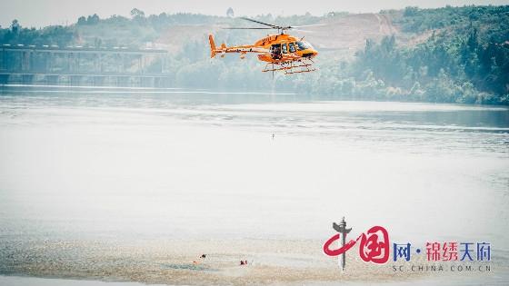 提升汛期综合应急处突反应能力 成都消防开展首次水域航空联动实训