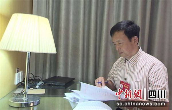 四川省人大代表李伊林:建议免费为60岁及以上老人接种流感、肺炎疫苗
