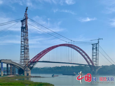 """""""四川造""""大桥再创一世界纪录!泸州市合江长江公路大桥主梁顺利合龙"""