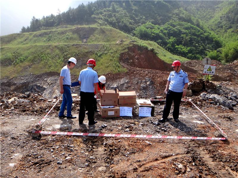 广安华蓥警方集中销毁一批危险爆炸物