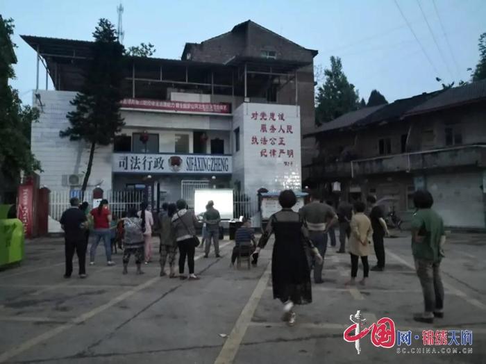 蓬溪县三凤司法所:观影学法模式新 法治大餐惠民生