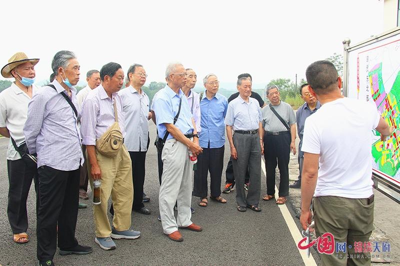 """自贡市大安区组织退休干部开展""""我看脱贫攻坚新成就""""活动"""