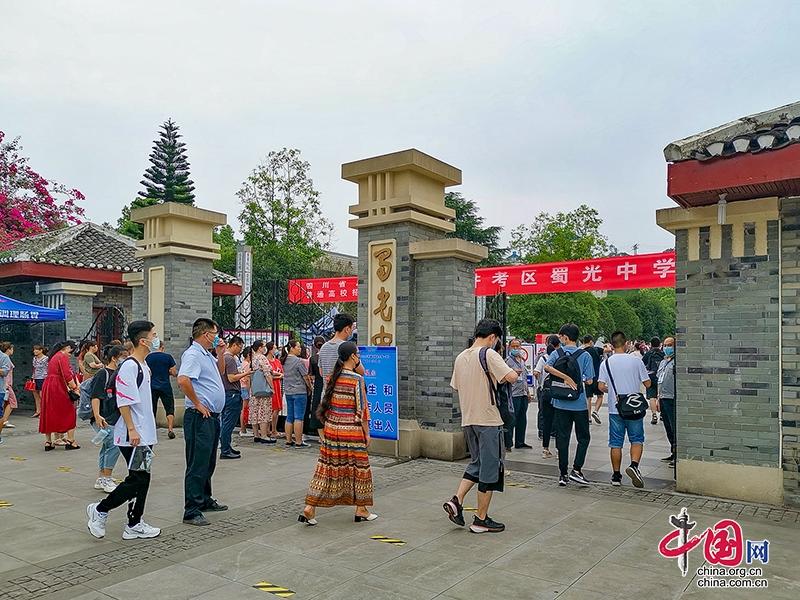 2020年高考大幕开启 自贡市13273名高考生奔赴考场
