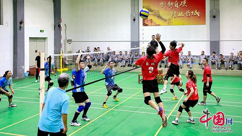 鼓励职工强身健体 自贡市总工会向企业工会赠送体育健身器材