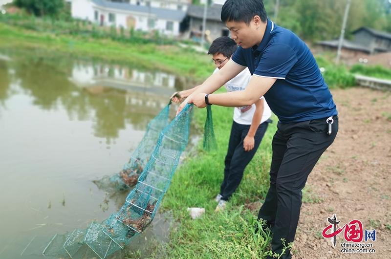 """自贡沿滩:""""第一书记""""在脱贫攻坚一线勇挑重担"""