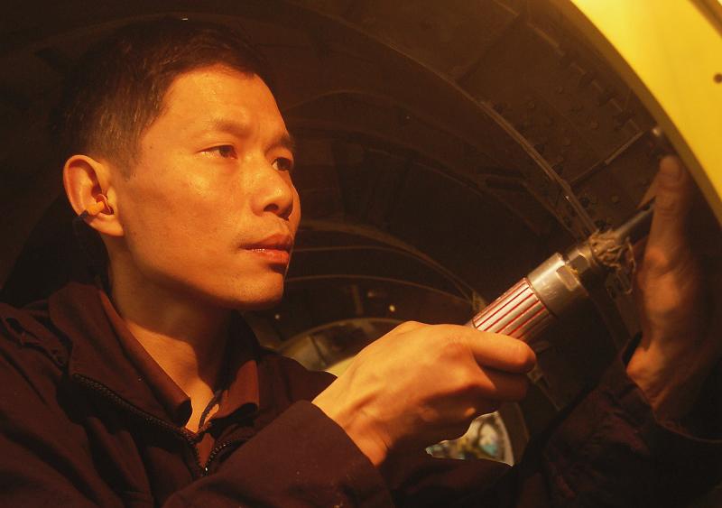 """航空""""脊梁""""刘时勇:0.02毫米的精度只为掌控生与死的距离"""