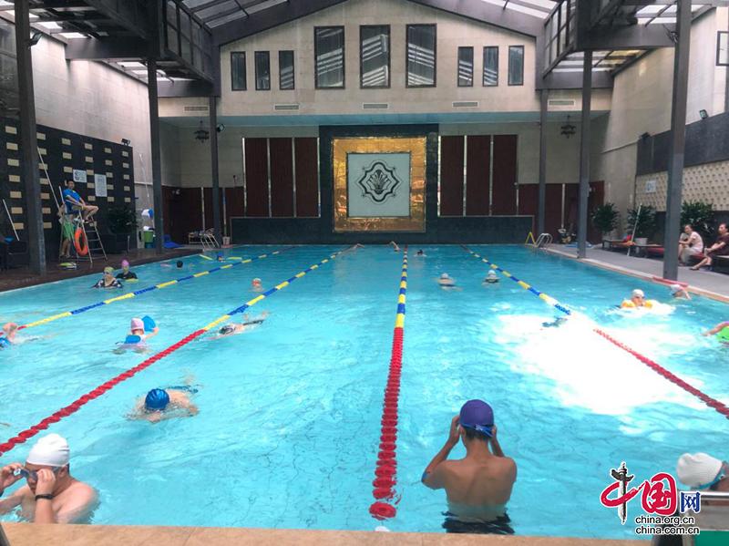 爱成都·迎大运|红牌楼街道丽都花园社区开展社区游泳爱好者交流活动