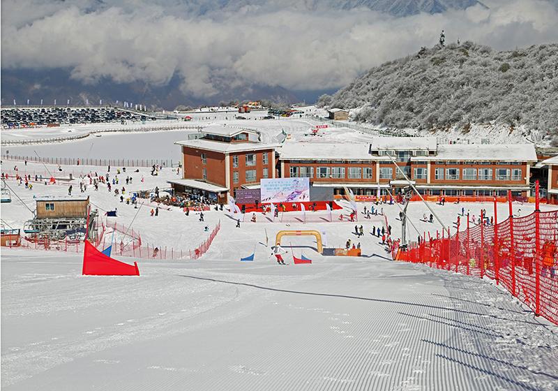 Taiziling Ski Resort in Jiuding Mountain Maoxian County opens to tourists