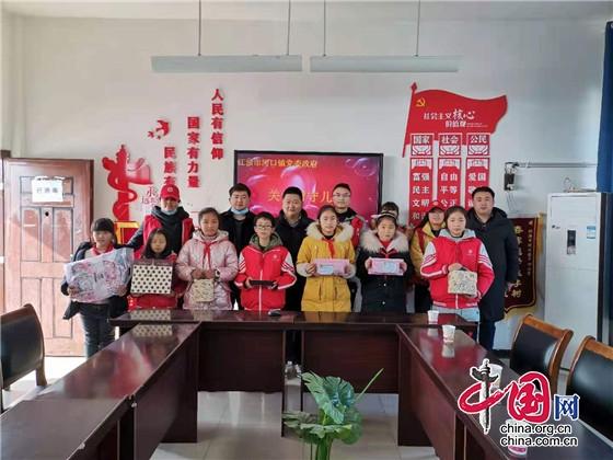 绵阳江油市河口镇党委政府开展留守儿童送温暖活动
