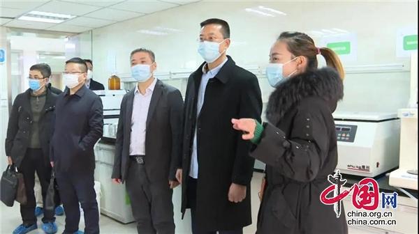 汉源县委书记郑朝彬前往成都开展招商引资活动
