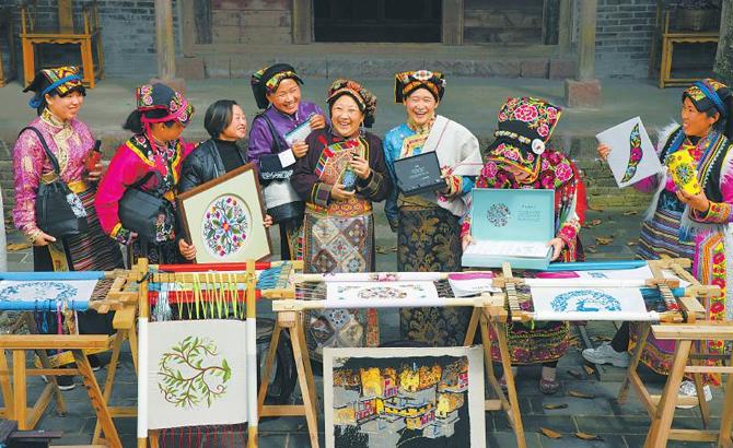 小小绣花针织就锦绣图——藏羌绣品秀上世界舞台
