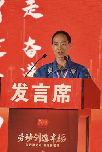 刘尚明在四川德胜集团钒钛有限公司宣讲