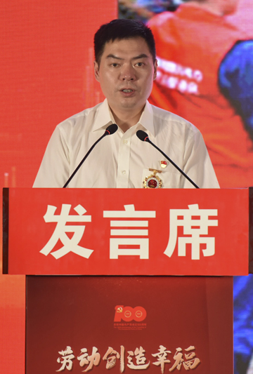 刘源在四川德胜集团钒钛有限公司宣讲