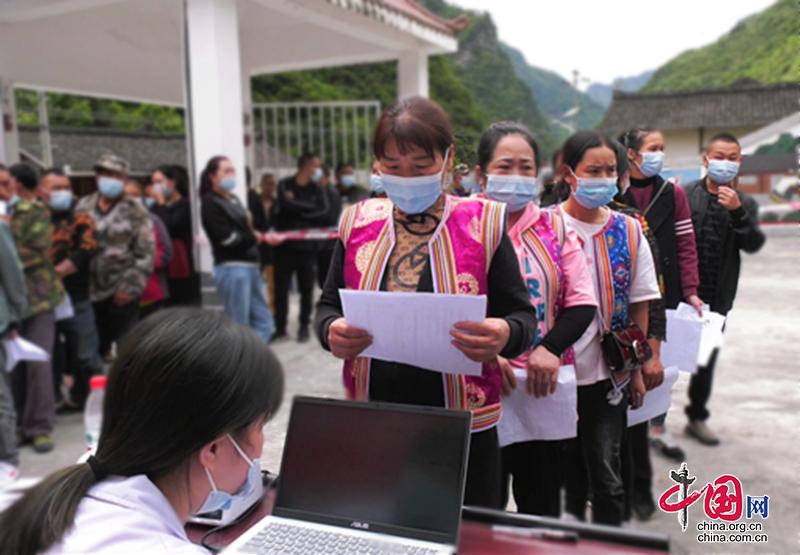 """平武县:流动接种进藏寨 打通群众服务""""最后一公里"""""""