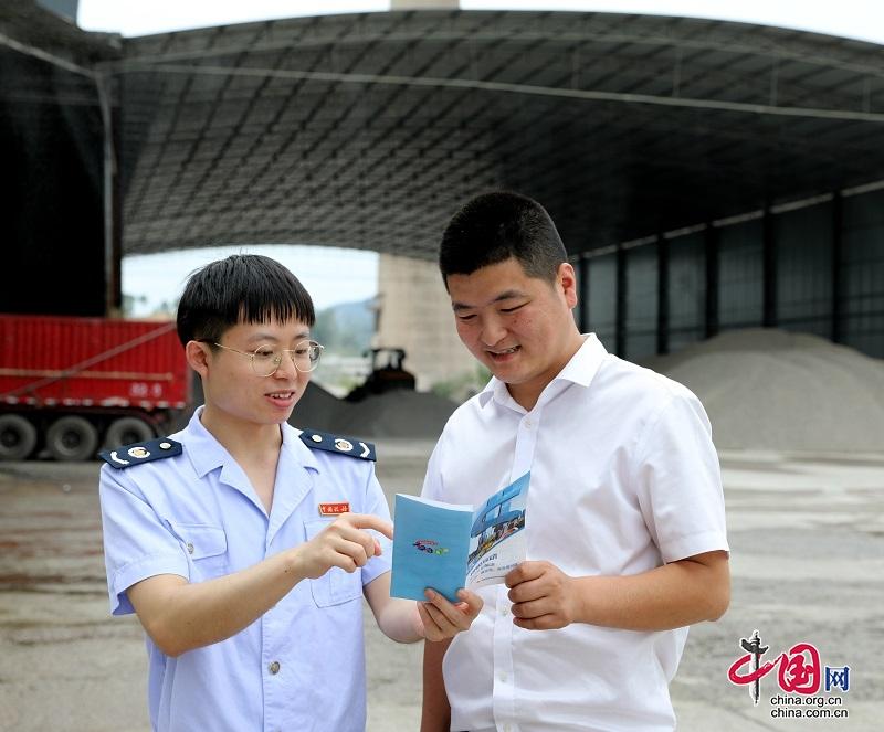 泸县税务干部到混凝土生产企业宣传银税互动政策