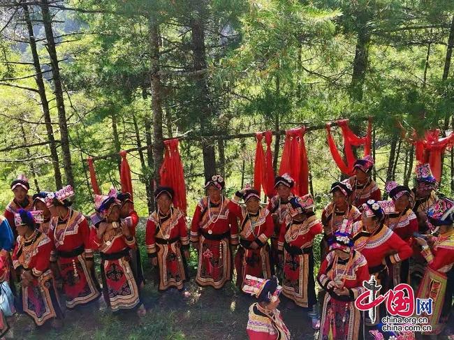 """6月24日 到茂县赤不苏镇参加羌族""""神树节"""""""