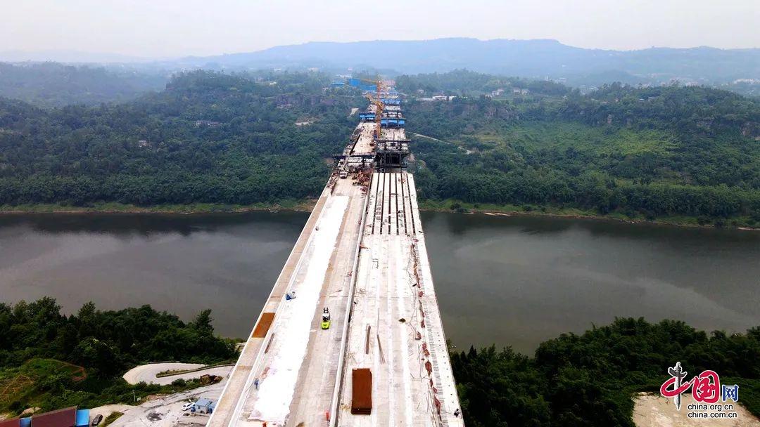 四川广安渠江特大桥进展迅速