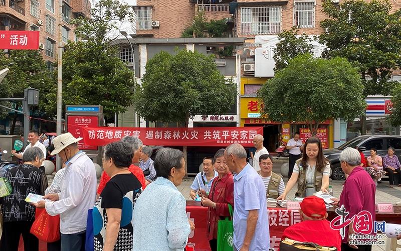 """自贡市荣县开展2021年安全生产月""""6·16""""宣传咨询日活动"""