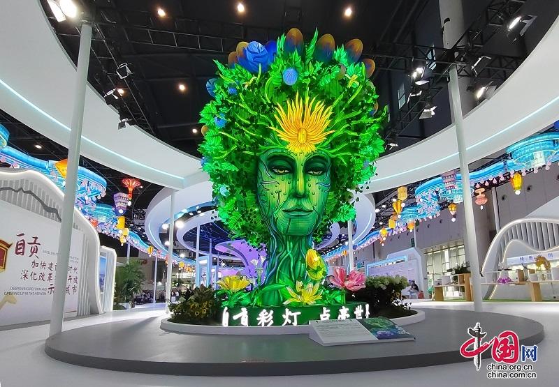 """西博会自贡馆:网红灯组""""生命之树""""引围观展馆精彩纷呈"""