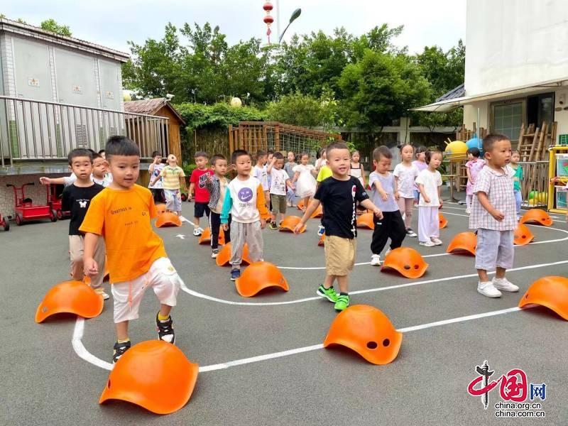 """乐山市实验幼儿园高新分园:活力早操 """"研""""值在线"""