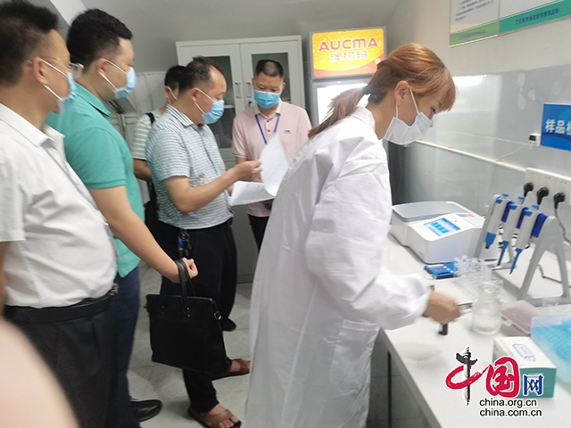 江安县首家学校食品安全快速检测室投入使用