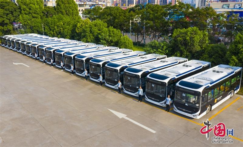 多项举措保障市民国庆期间公交快捷出行——泸州公交集团新投入40台纯电动新车运营