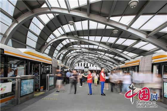 9月30日起消防救援人员可免费乘坐成都地铁、公交