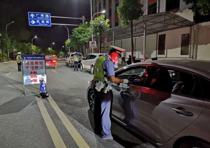 """射洪市公安局交警大队常态长效管控酒驾 助推""""减量控大"""""""