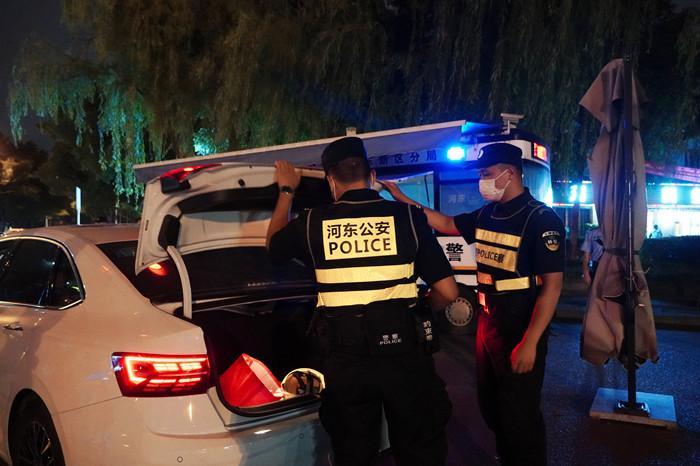 遂宁河东公安开展国庆节前集中清查整治行动