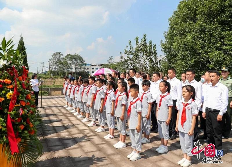 鲜花献英烈,深情忆忠魂!前锋区举行向烈士敬献花篮仪式