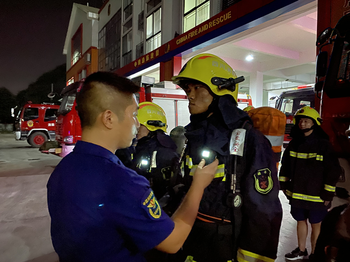 大英县文体路消防救援站开展夜间闻警出动及酒精测试