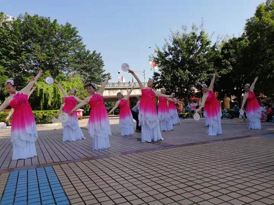 射洪市太和街道黄磉浩社区开展庆国庆文艺演出活动