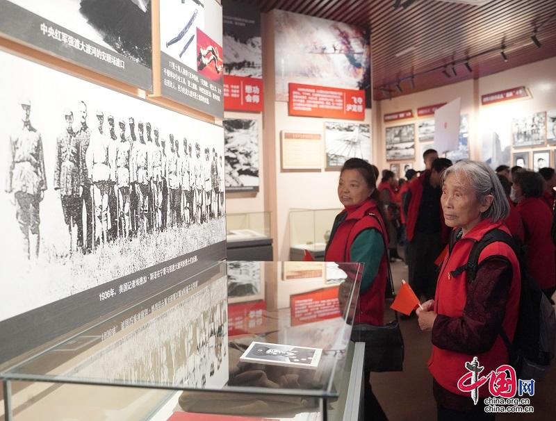 追寻红色记忆 致敬百年辉煌 四川省公安厅组织开展庆重阳系列主题活动